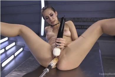 Cassidy Klein - élvezkedés a baszógépen