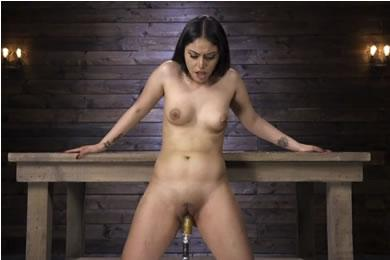 Pina és baszógép szex
